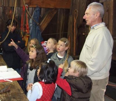 Schoolklas bezoek aan De Eenhoorn
